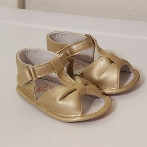 NWOT Gold soft-soled baby pre & early walker shoes